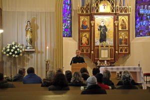 Głębinów - ks. Przemek opowiada o św. Ricie.